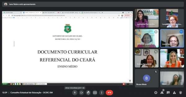 Seduc entrega Documento Curricular Referencial ao CEE